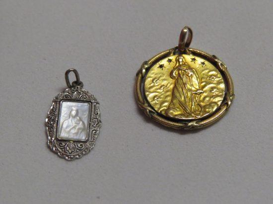 Lote: 10 - Lote: 10 - 2 medallas con imagen religiosa