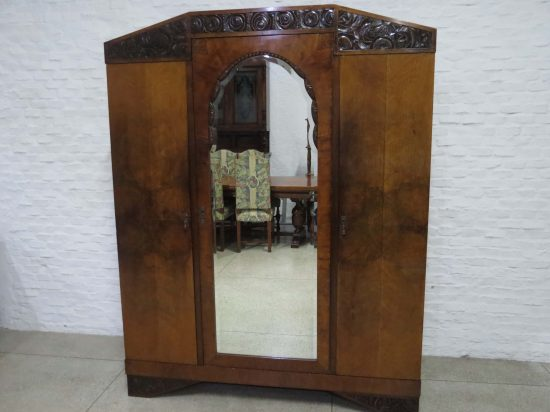 Lote: 93 - Lote: 93 - Ropero estilo Art Deco con espejo biselado