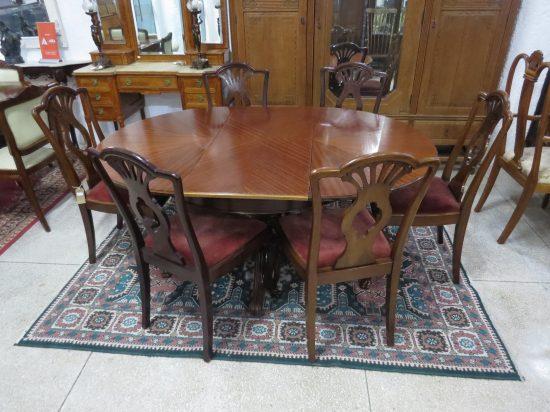 Lote: 91 - Lote: 91 - Mesa colonial con 6 sillas