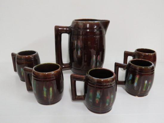 Lote: 104 - Lote: 104 - Juego de jarras en cerámica
