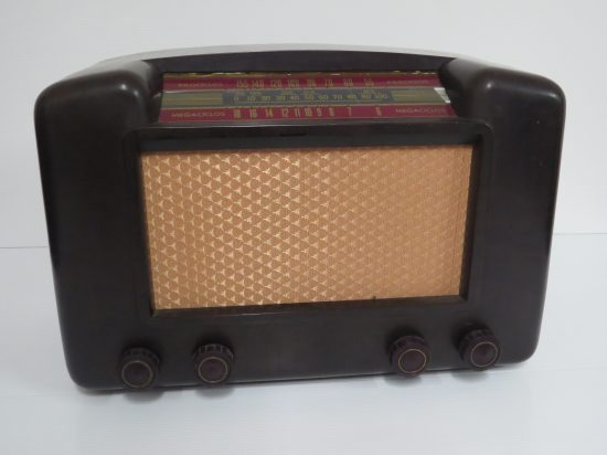 Lote: 62 - Lote: 62 - Radio antigua a lámpara