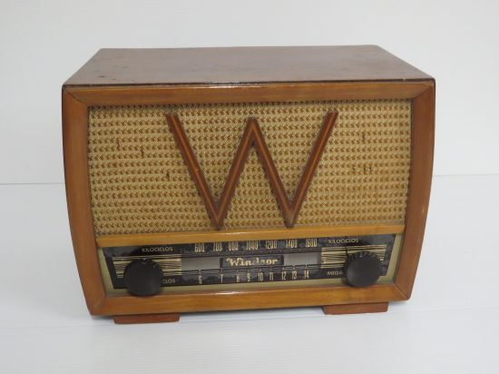 Lote: 63 - Lote: 63 - Radio antigua a lámpara