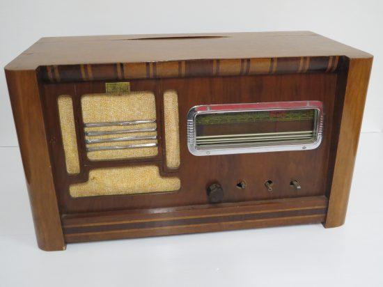 Lote: 64 - Lote: 64 - Radio a lámpara antigua