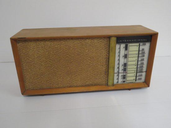 Lote: 65 - Lote: 65 - Radio a lámpara antigua
