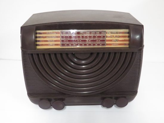 Lote: 66 - Lote: 66 - Radio a lámpara antigua