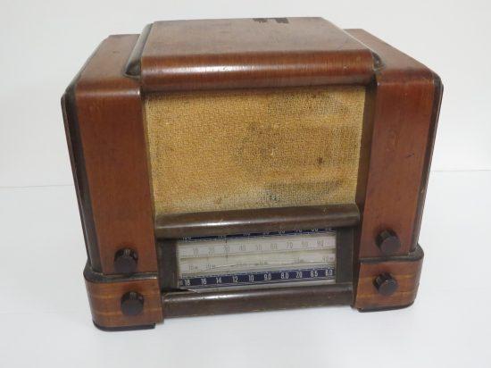 Lote: 67 - Lote: 67 - Radio a lámpara antigua