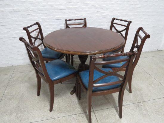 Lote: 84 - Lote: 84 - Mesa Inglesa con 6 sillas