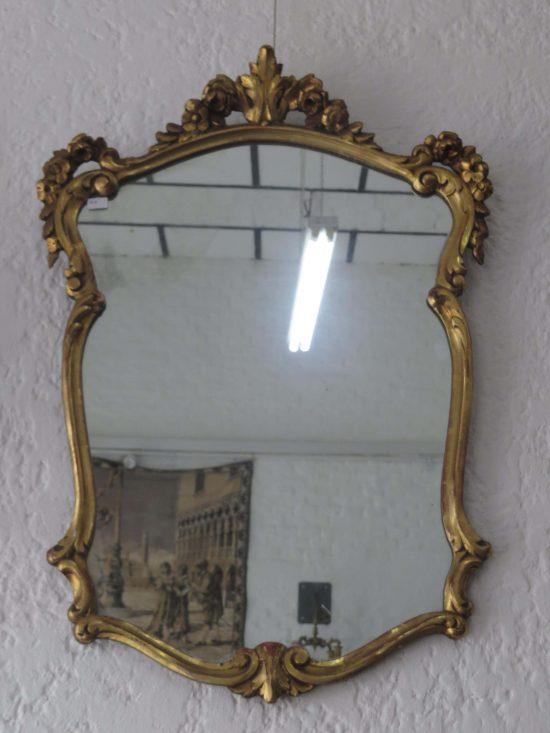 Lote: 39 - Lote: 39 - Espejo de marco dorado