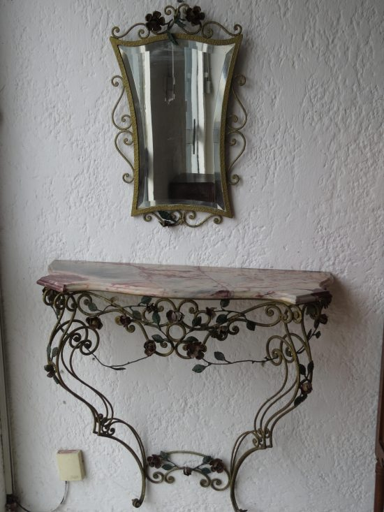 Lote: 61 - Lote: 61 - Dressoire en hierro con mesada de marmol