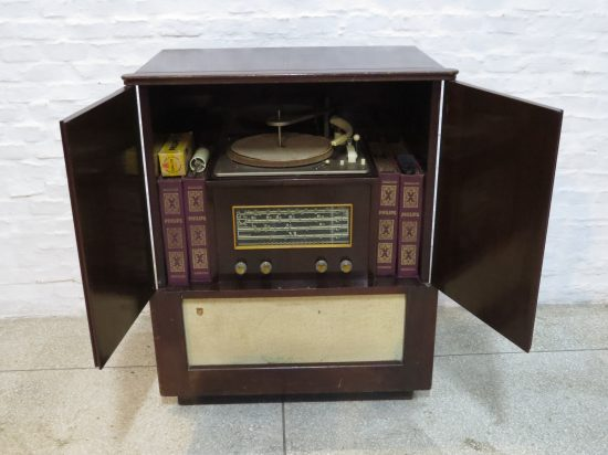 Lote: 62 - Lote: 62 - Mueble toca discos