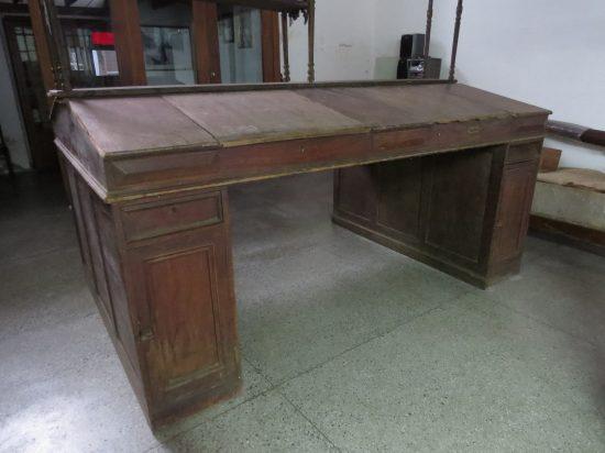 Lote: 83 - Lote: 83 - Antiguo escritorio de barraca