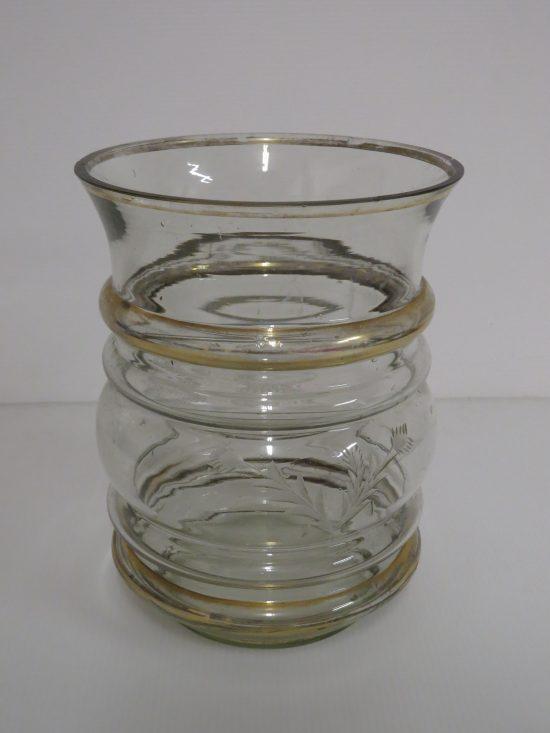 Lote: 18 - Lote: 18 - Florero antigupo en vidrio