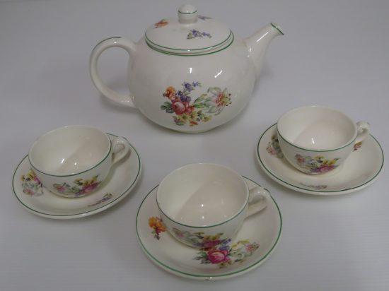 Lote: 93 - Lote: 93 - Lote de tetera y 3 tazas de té