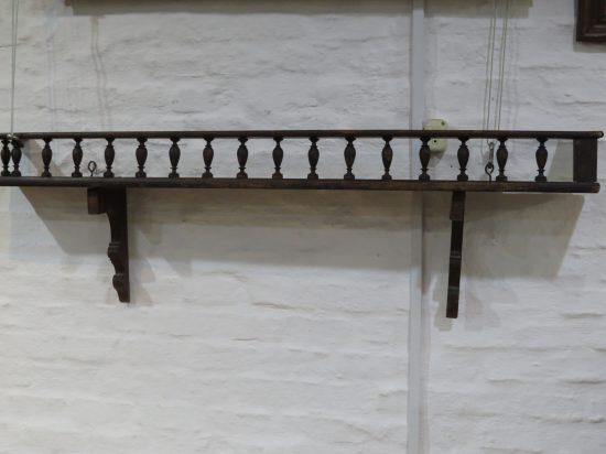 Lote: 19 - Lote: 19 - Repisa antigua en madera