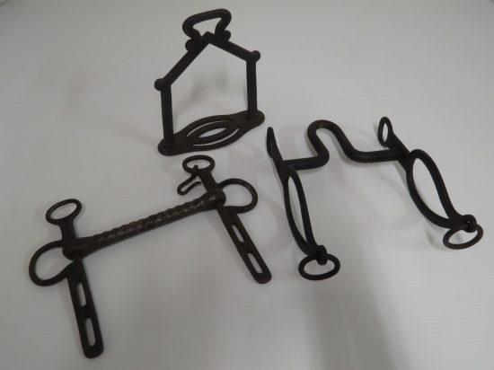 Lote: 9 - Lote: 9 - Lote de 3 piezas en hierro