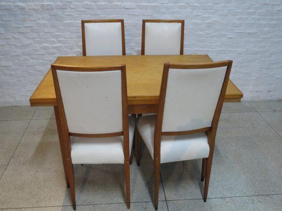 Lote: 76 - Lote: 76 - Mesa y 4 sillas estilo americana