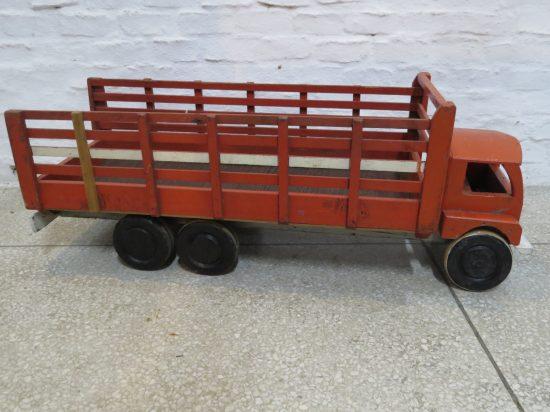Lote: 51 - Lote: 51 - Camión artesanal de madera