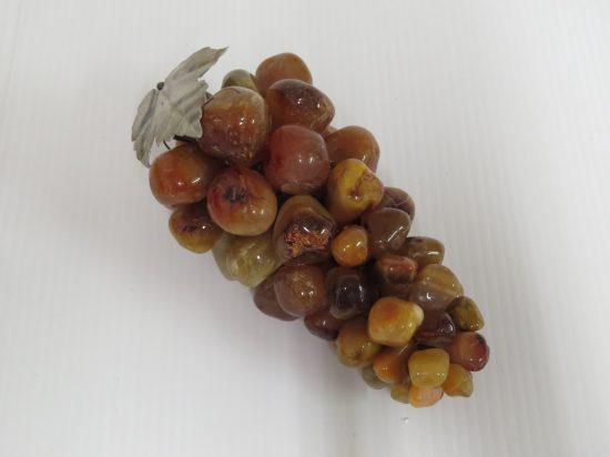 Lote: 1 - Lote: 1 - Racimo de uvas en piedras
