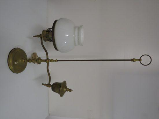 Lote: 54 - Lote: 54 - Lampara de mesa de bronce con tulipa