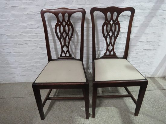 Lote: 62 - Lote: 62 - Par de sillas en cedro