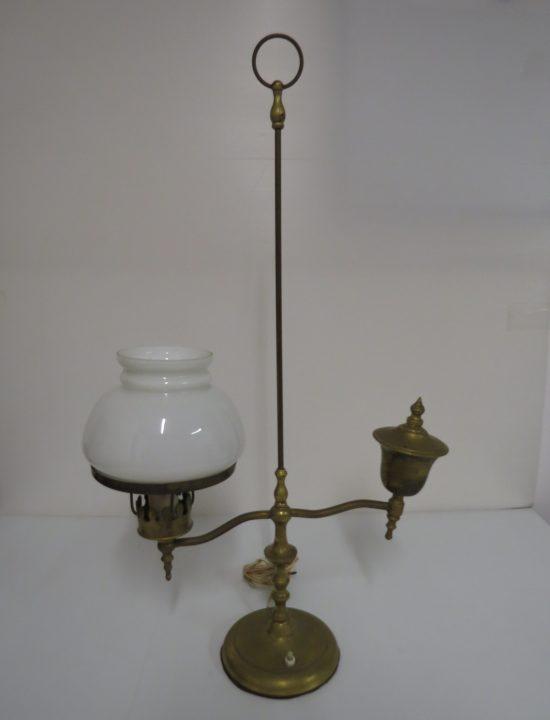 Lote: 64 - Lote: 64 - Lampara de mesa de bronce con tulipa