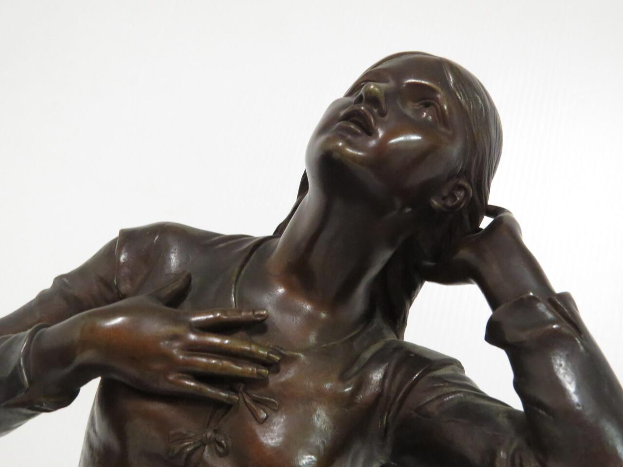 Lote: 56 - Lote: 56 - Figura en bronce
