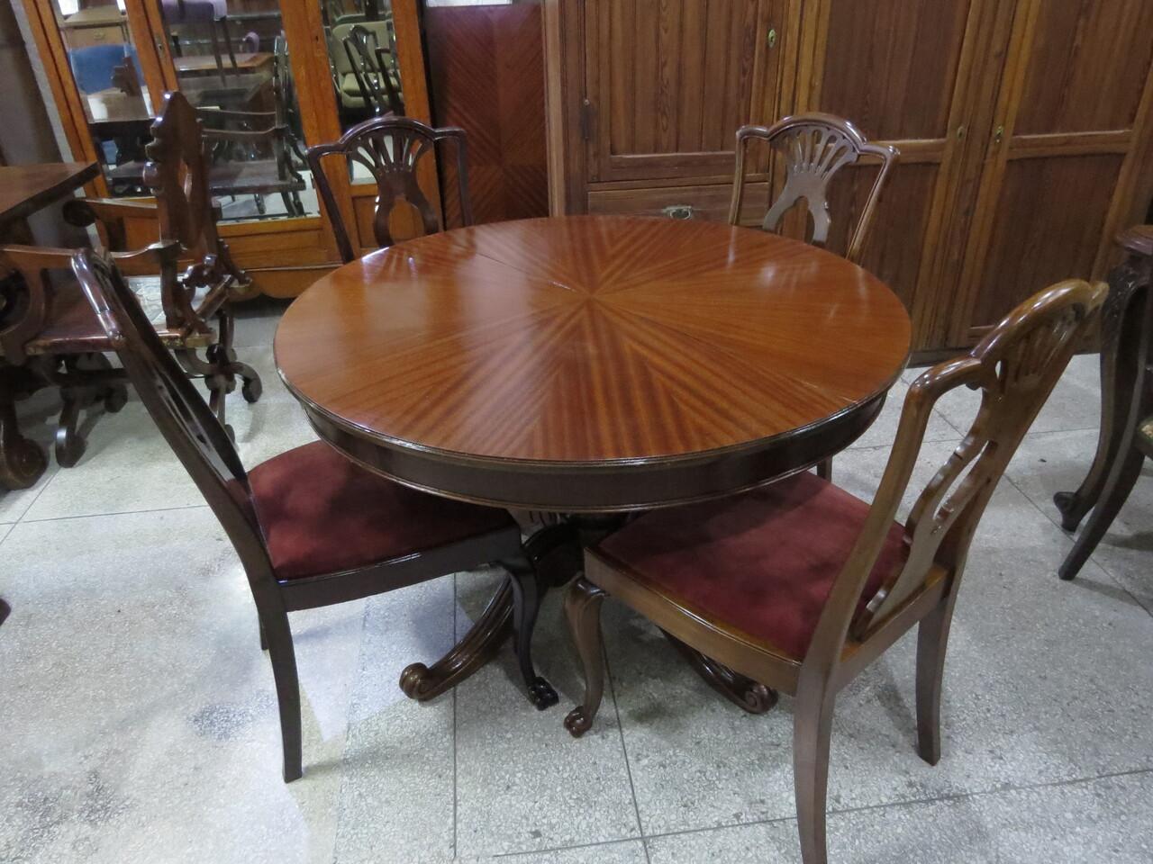Lote: 104 - Lote: 104 - Mesa colonial con 6 sillas