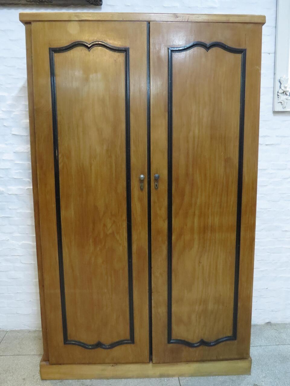 Lote: 113 - Lote: 113 - Ropero de 2 puertas
