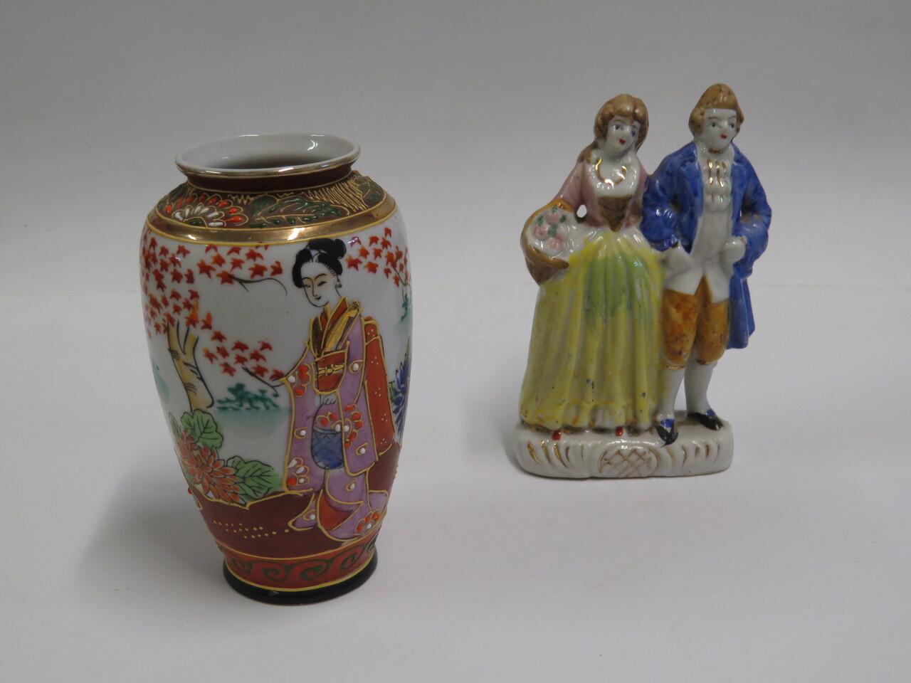 Lote: 12 - Lote: 12 - Florero satsuma y Estatuillas de loza