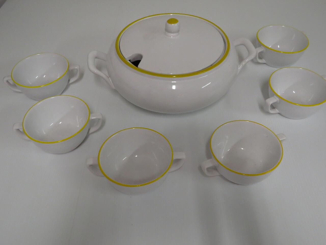 Lote: 13 - Lote: 13 - Sopera y 6 tazas de loza
