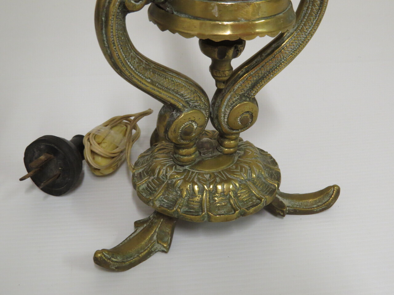 Lote: 9 - Lote: 9 - Lámpara con pie de bronce