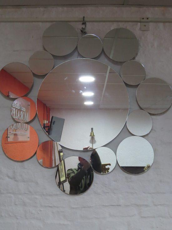 Lote: 80 - Lote: 80 - Espejo con formas circulares