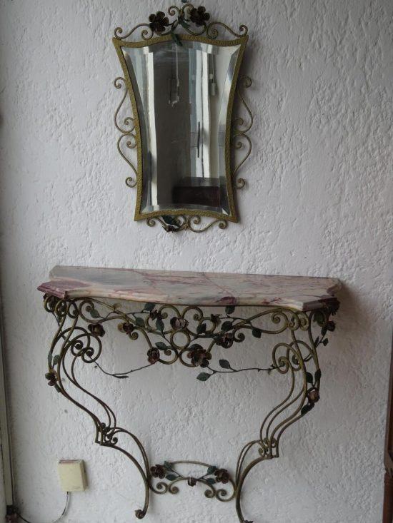 Lote: 77 - Lote: 77 - Dressoire en hierro con mesada de marmol
