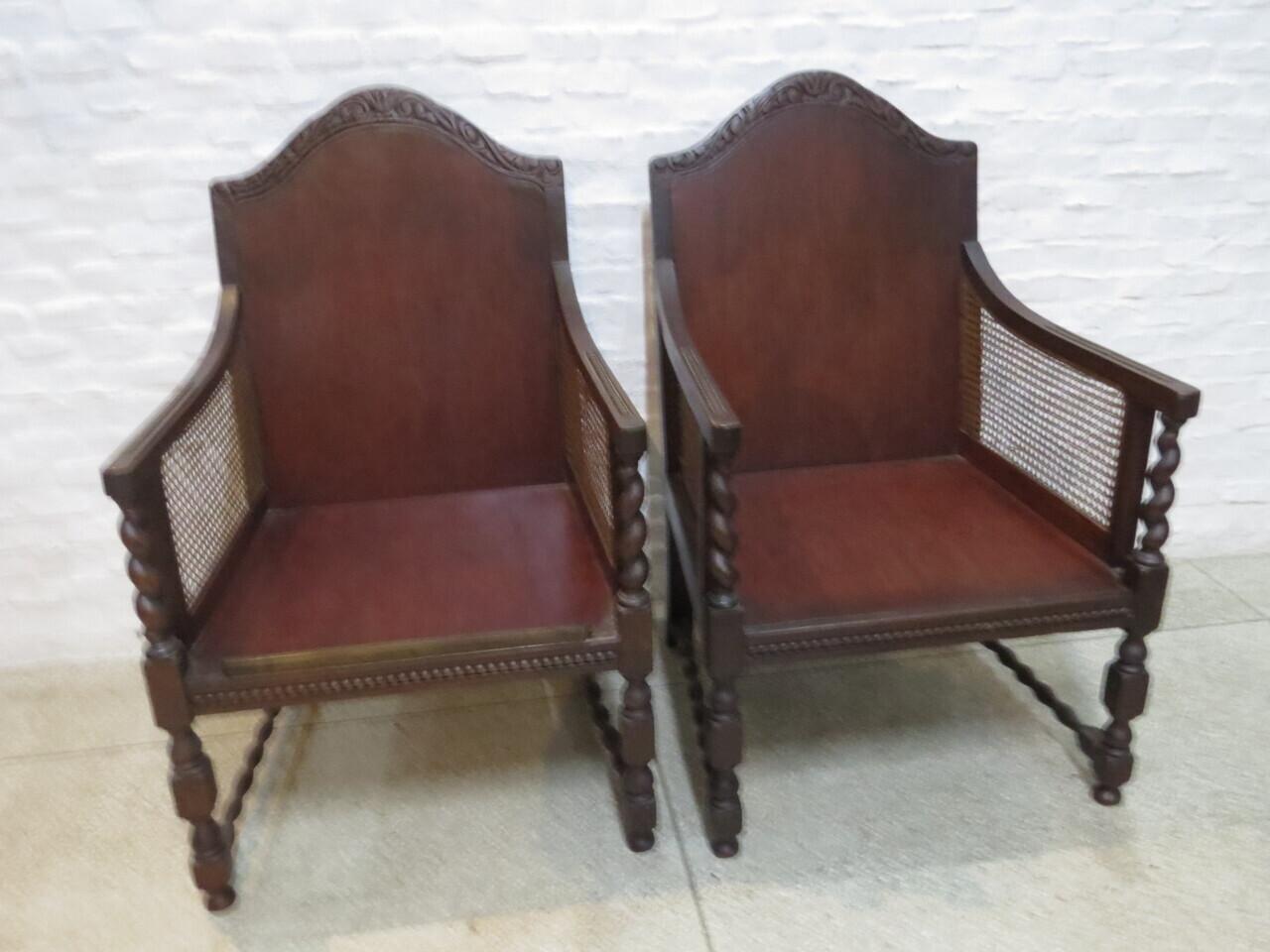Lote: 66 - Lote: 66 - Par de sillones Tudor