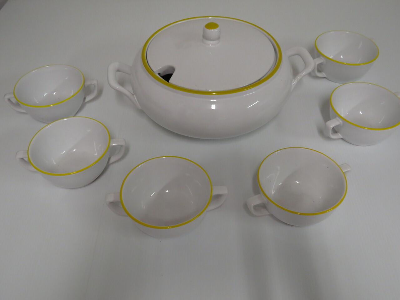Lote: 7 - Lote: 7 - Sopera y 6 tazas de loza