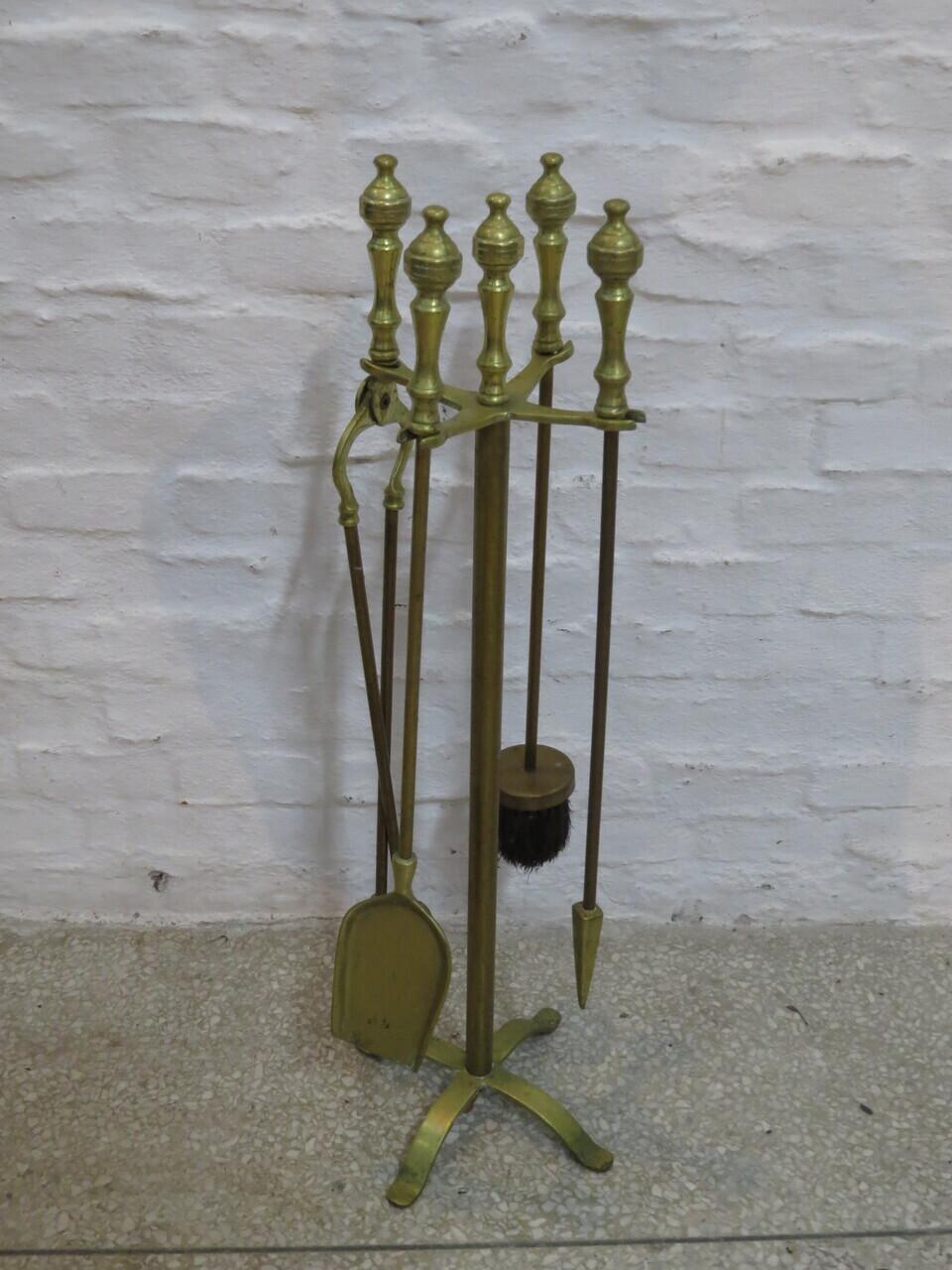 Lote: 41 - Lote: 41 - Estufero de bronce