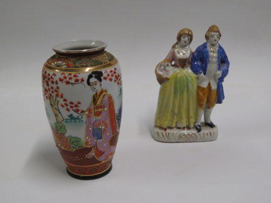 Lote: 2 - Lote: 2 - Florero satsuma y Estatuillas de loza