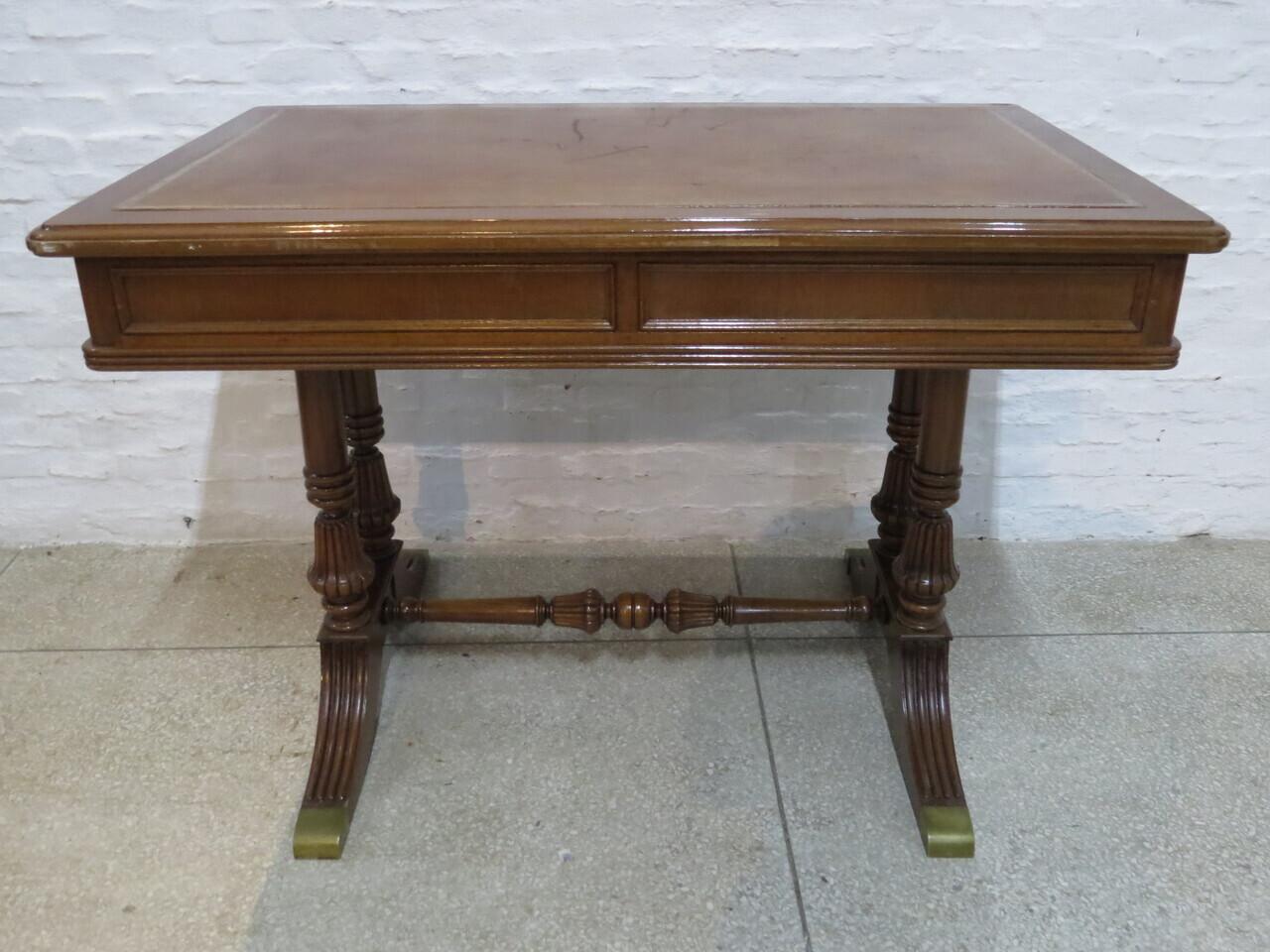 Lote: 104 - Lote: 104 - Mesa de escritorio Tudor