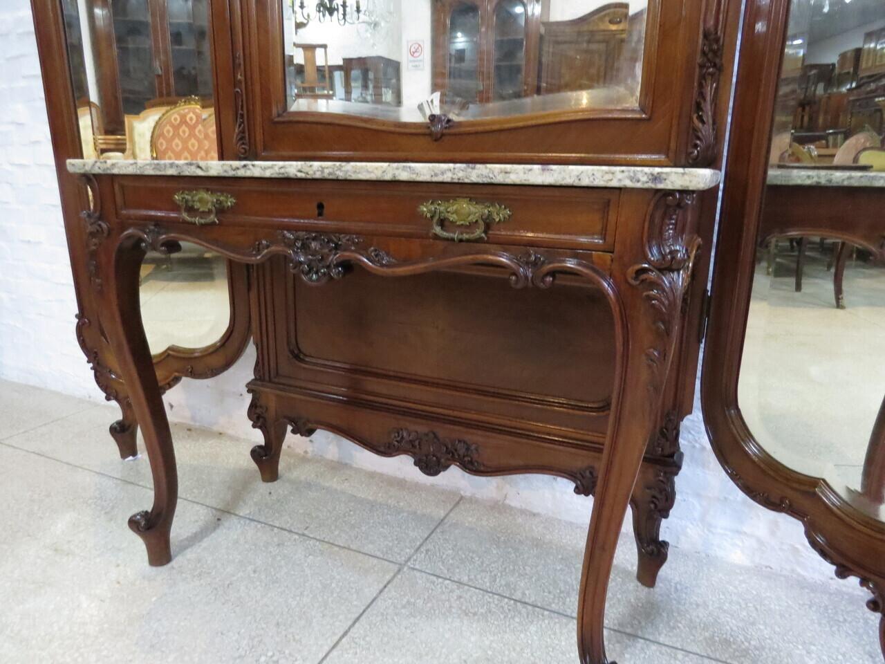 Lote: 190 - Lote: 190 - Vestidor estilo Luis XV