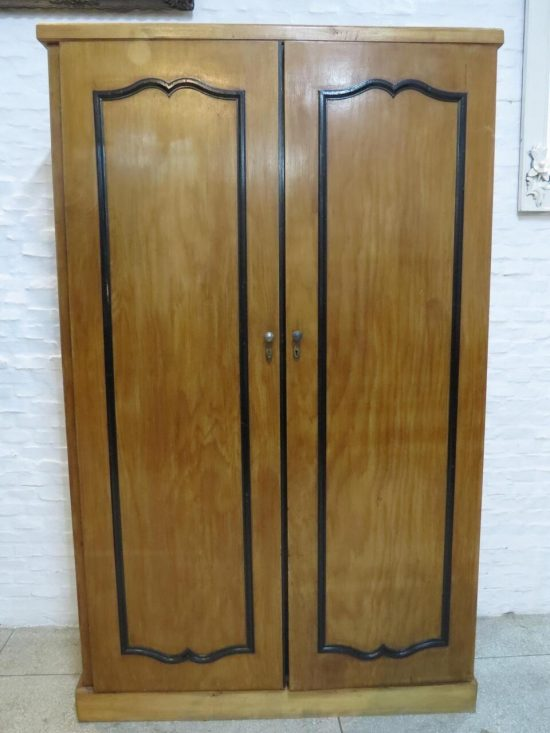 Lote: 148 - Lote: 148 - Ropero de 2 puertas