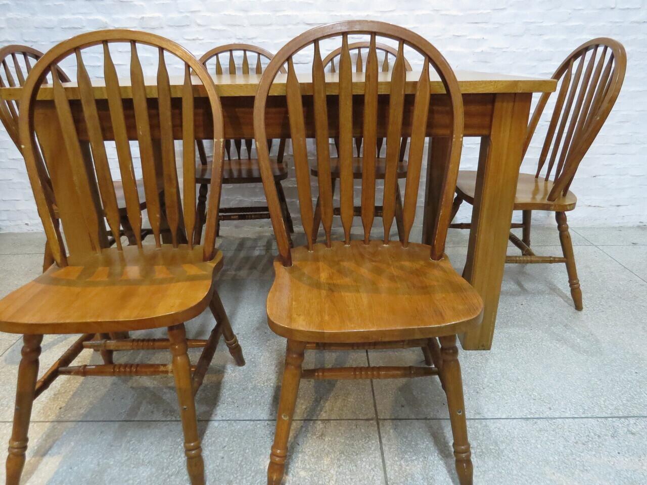 Lote: 145 - Lote: 145 - Mesa de comedor con 6 sillas
