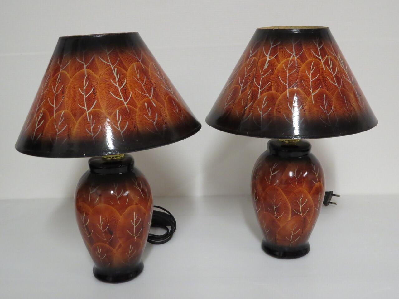 Lote: 75 - Lote: 75 - Par de lamparas moderan de mesa