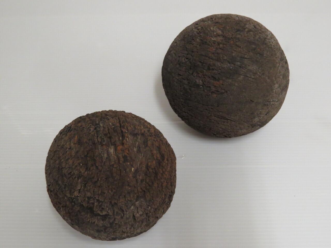 Lote: 92 - Lote: 92 - 2 bochas antiguas de madera
