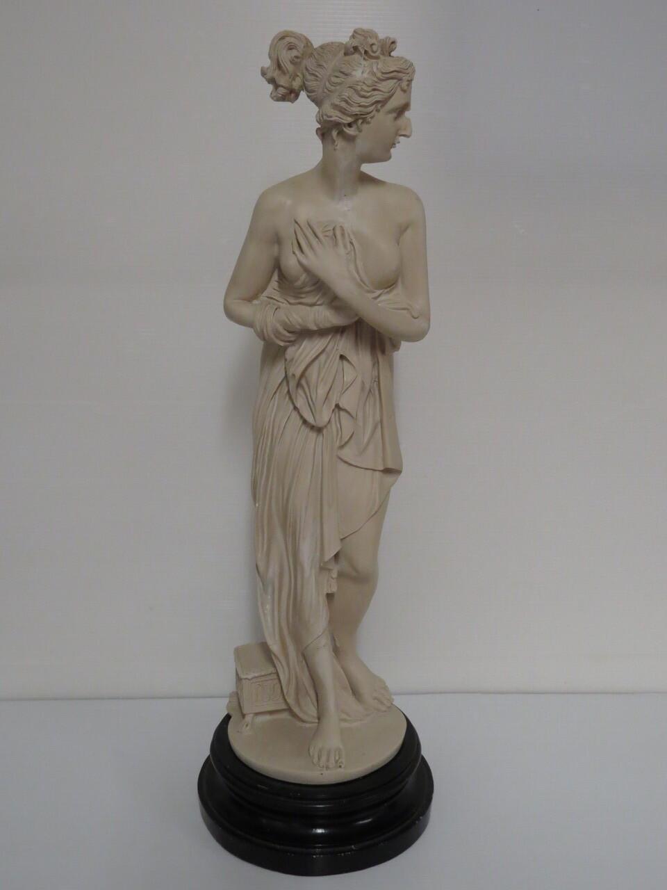 Lote: 9 - Lote: 9 - Estatua en yeso