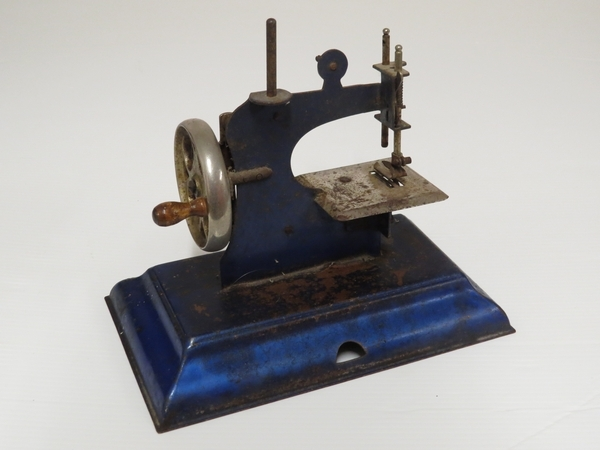 Lote: 11 - Lote: 11 - Máquina de coser