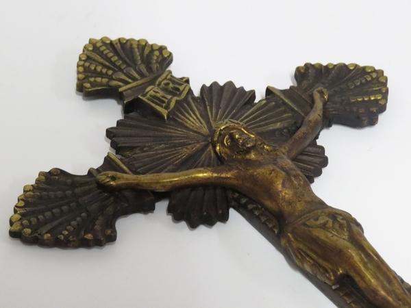 Lote: 7 - Lote: 7 - Crucifijo y portaretrato en bronce