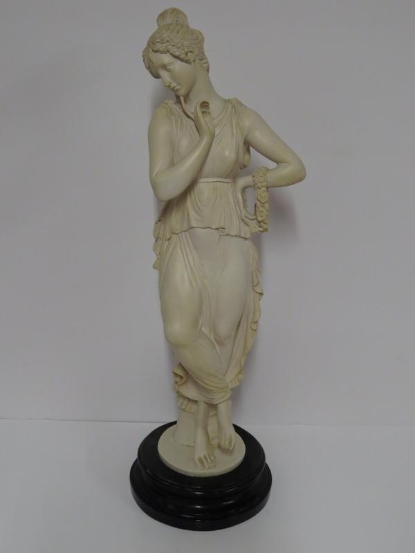 Lote: 18 - Lote: 18 - Figura femenina en yeso